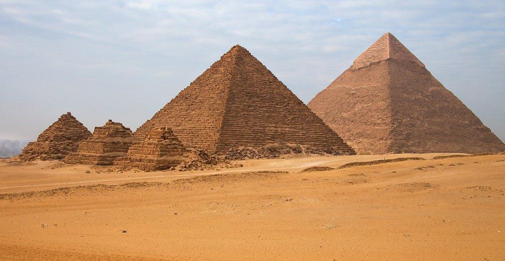 Группа пирамид