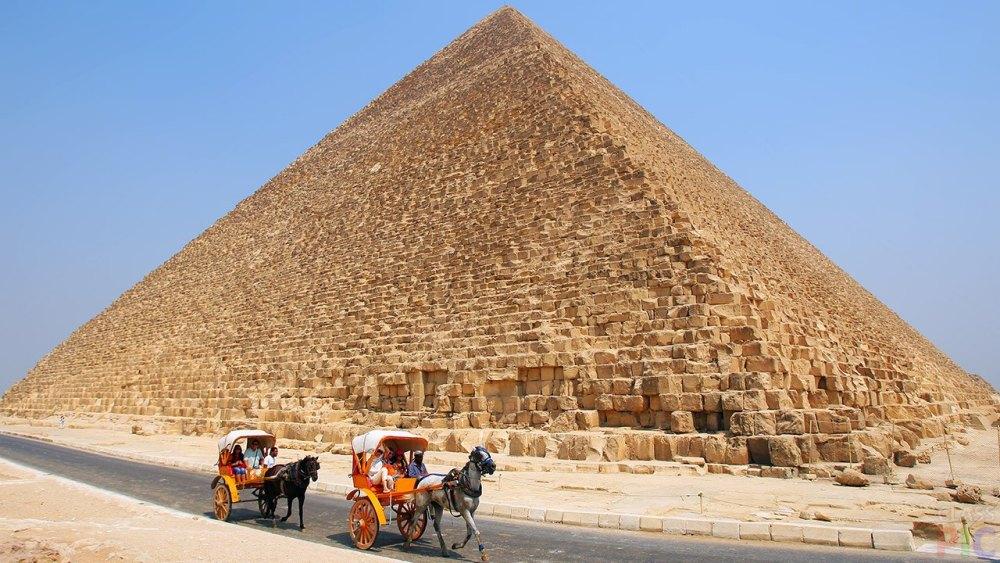 Вес пирамиды 6,4 миллиона тонны