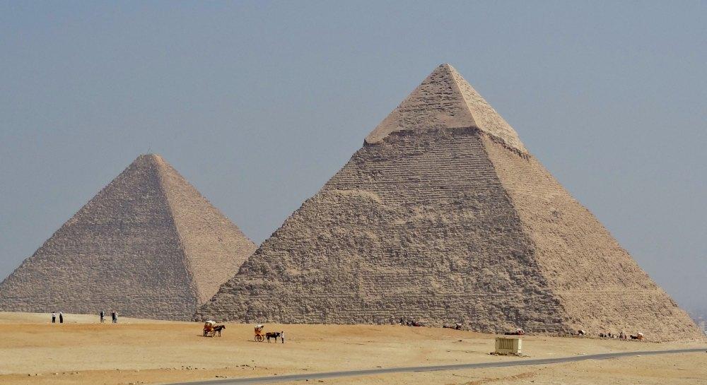 Пирамида Хефрена рядом с пирамидой Хеопса