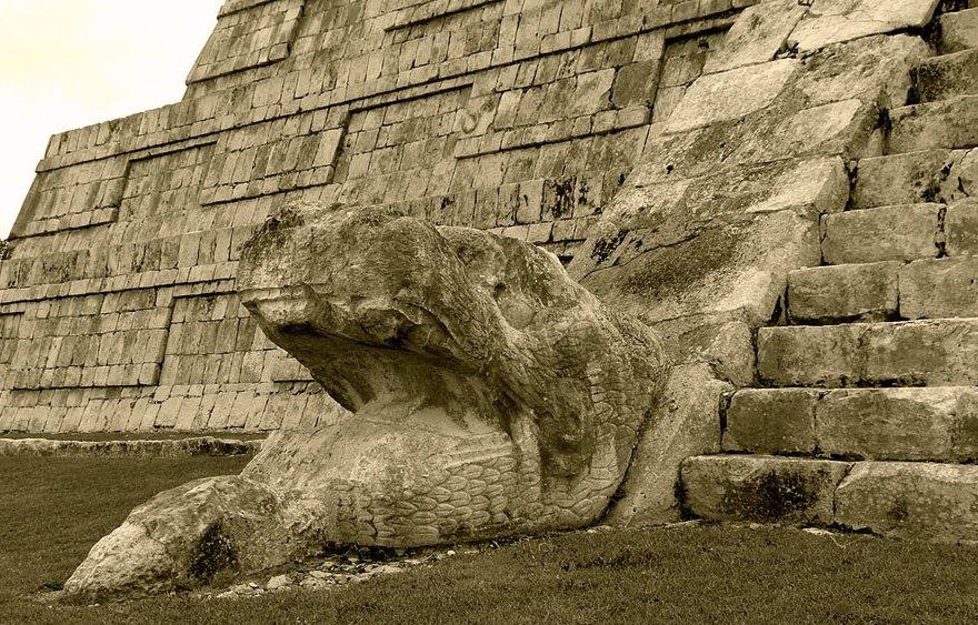 Змей на пирамиде Кукулькана