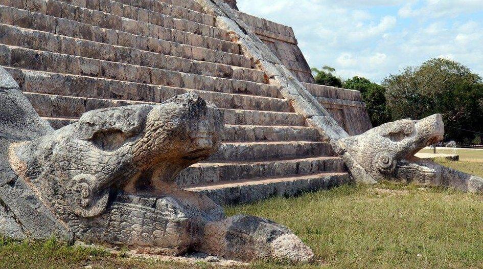 Змеи на страже пирамиды