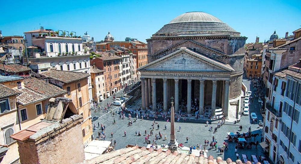 Античный храм в Риме