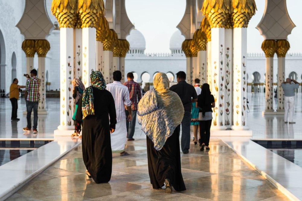 Посетители мечети