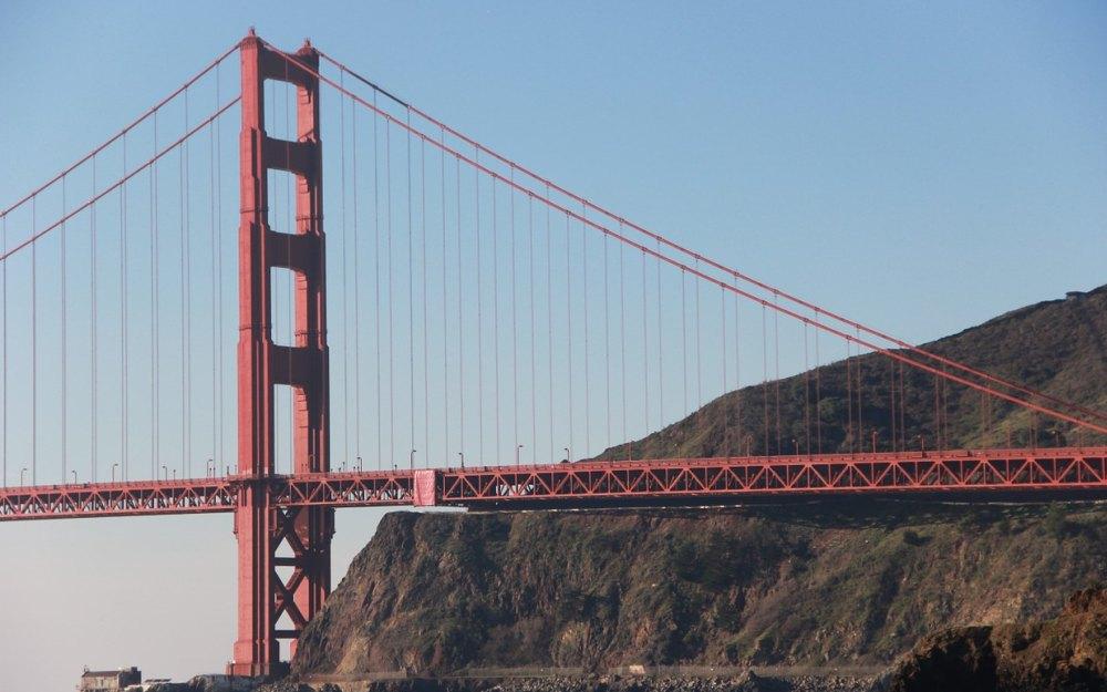 Высота каждой башни 227 м
