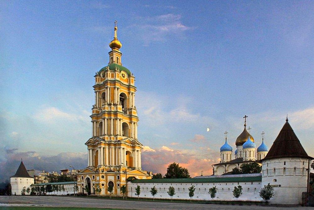 На территории Новоспасского монастыря 6 соборов