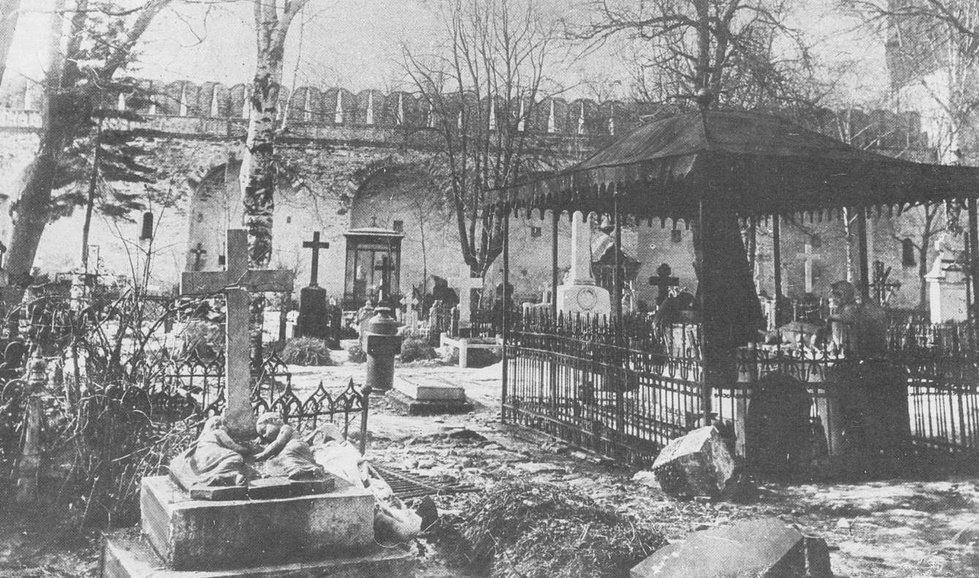 Фото старого Новодевичьего кладбища