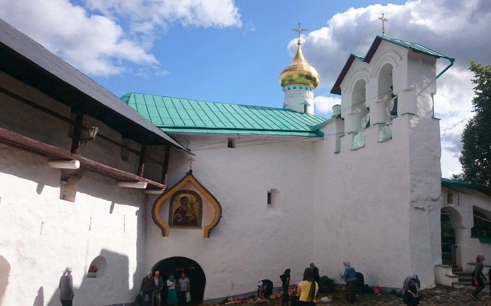 Храм в честь Лазаря Четверодневного