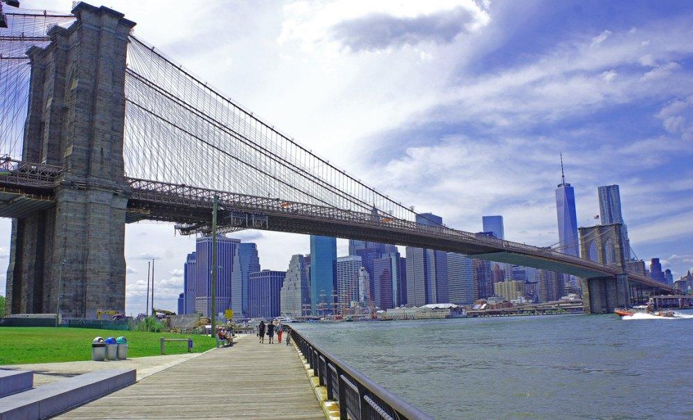 Мост для автомобилей и пешеходов
