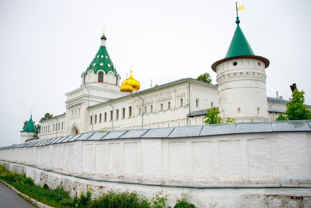 Крепостные стены и башни