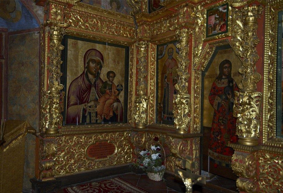 Иконы в храме