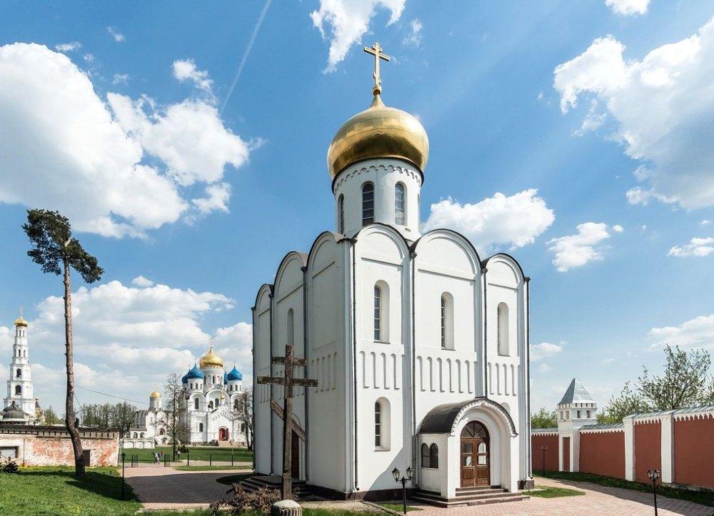 Храм во имя преподобного Пимена Угрешского