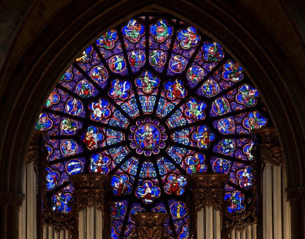 Витражное окно вместо икон