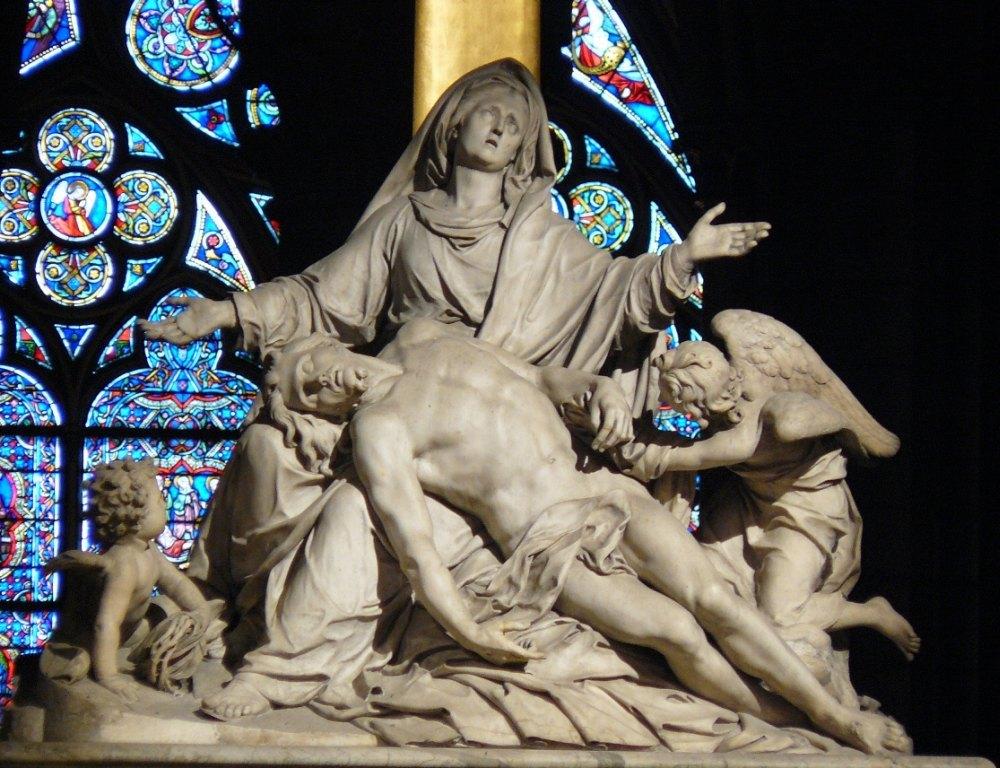 Статуя скорбящей матери