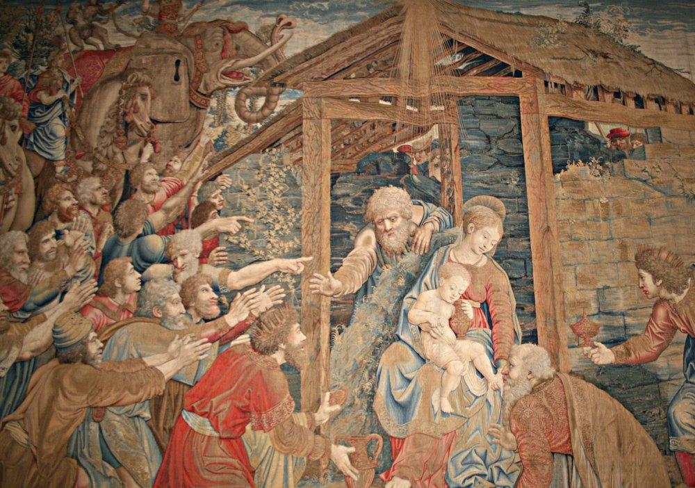 На стенах капеллы нарисованные копии