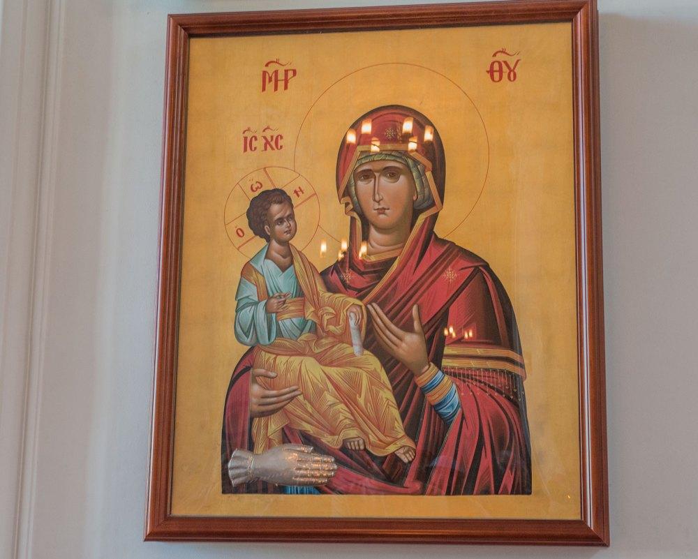 Икона «Троеручица»
