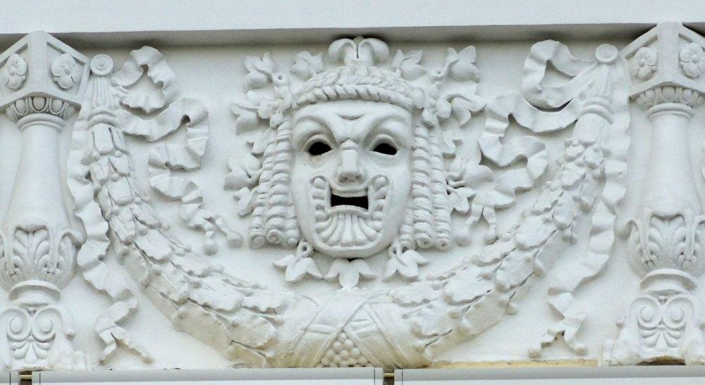 Барельеф с фризом, античные театральные маски