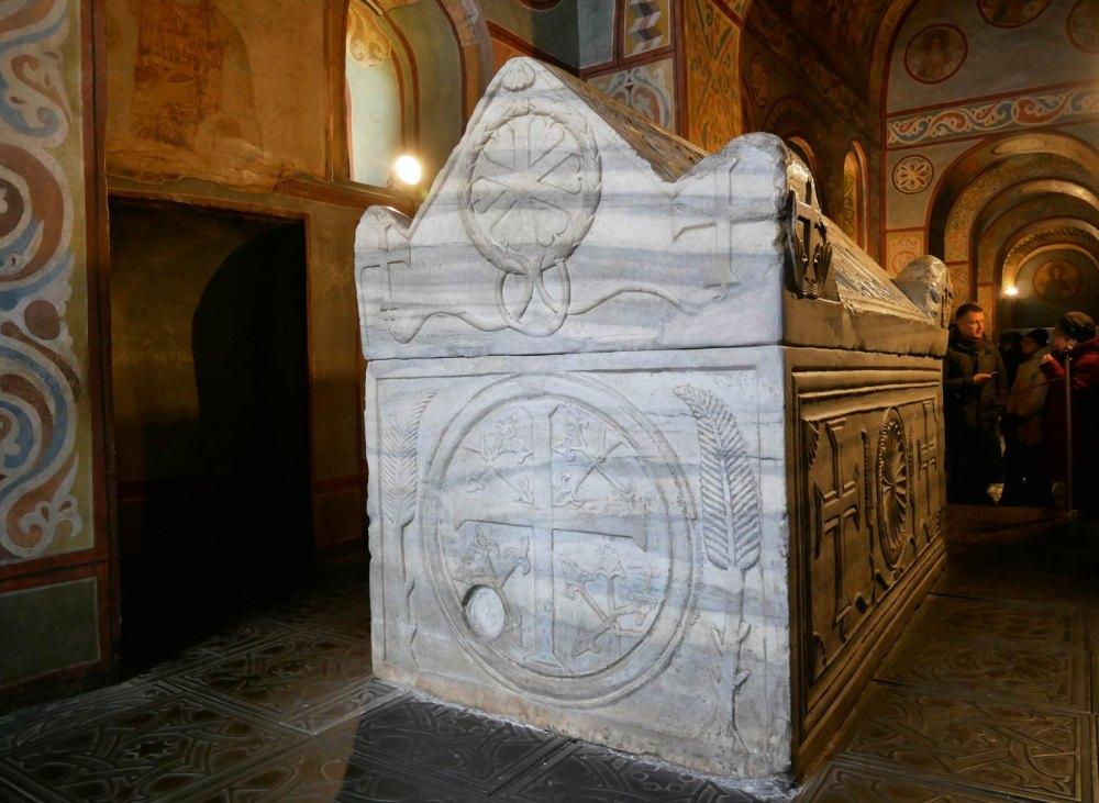Мраморный саркофаг Ярослава Мудрого