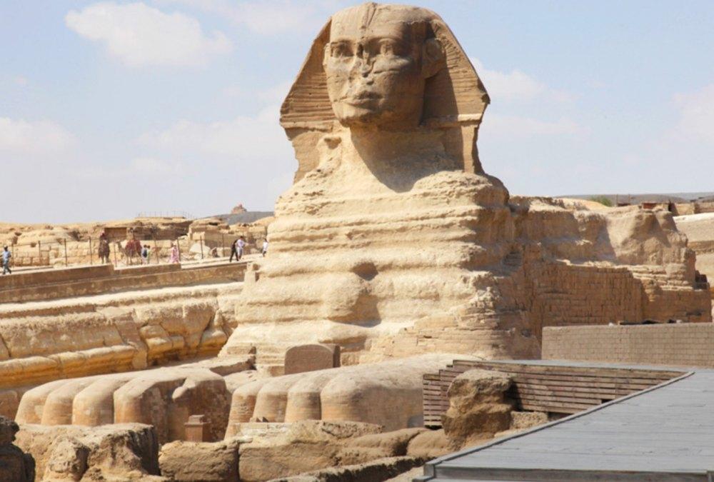 Сфинкса создавали не менее 100 скульпторов