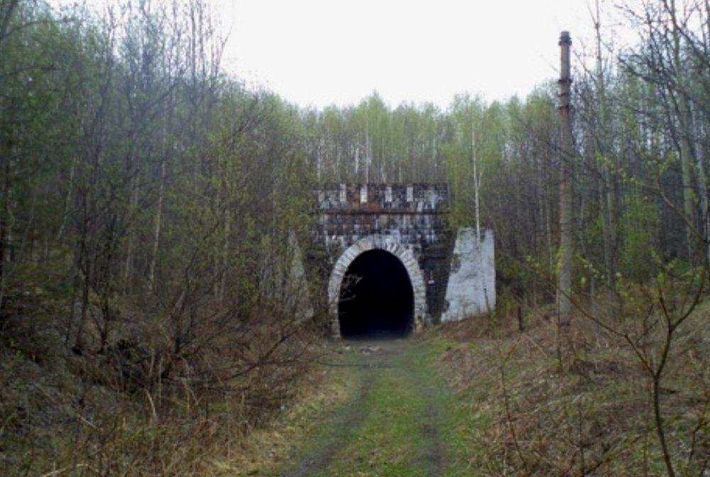 Тоннель напоминает крепость