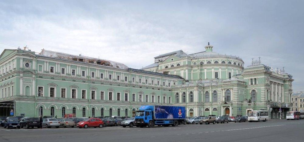 Трехэтажный корпус добавили в 1885 году