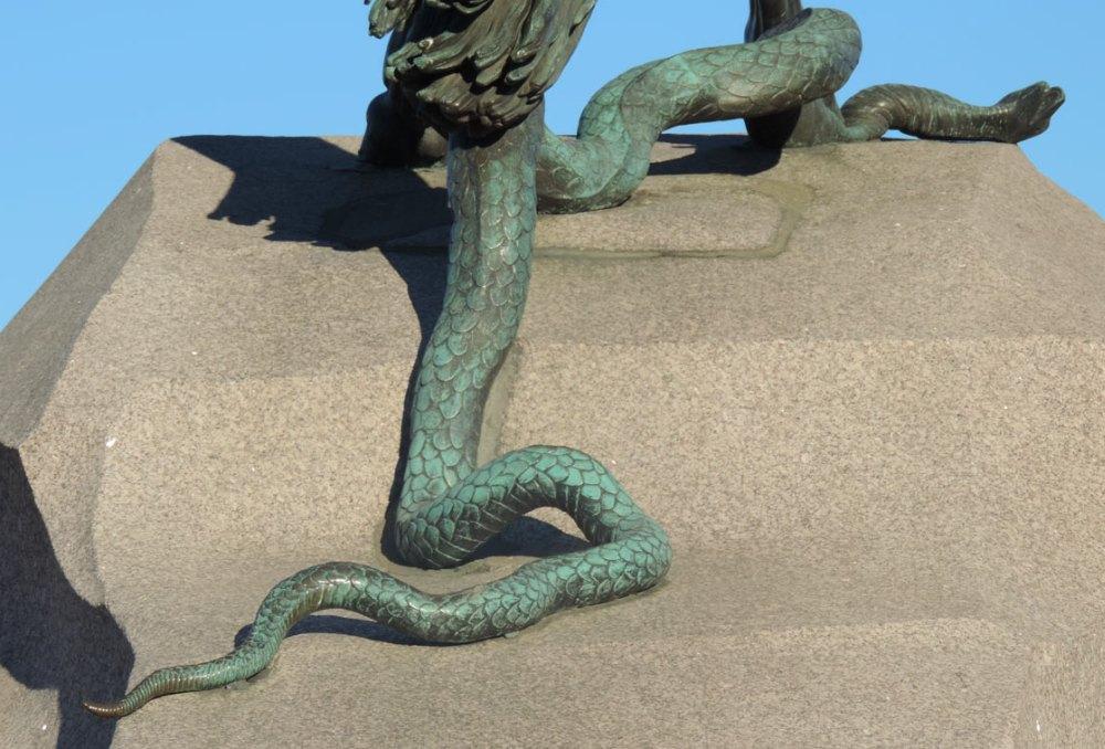Змея придает устойчивость