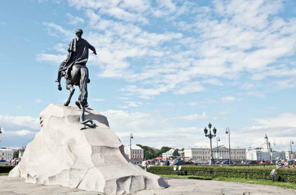 Памятник Медный всадник, вид сзади