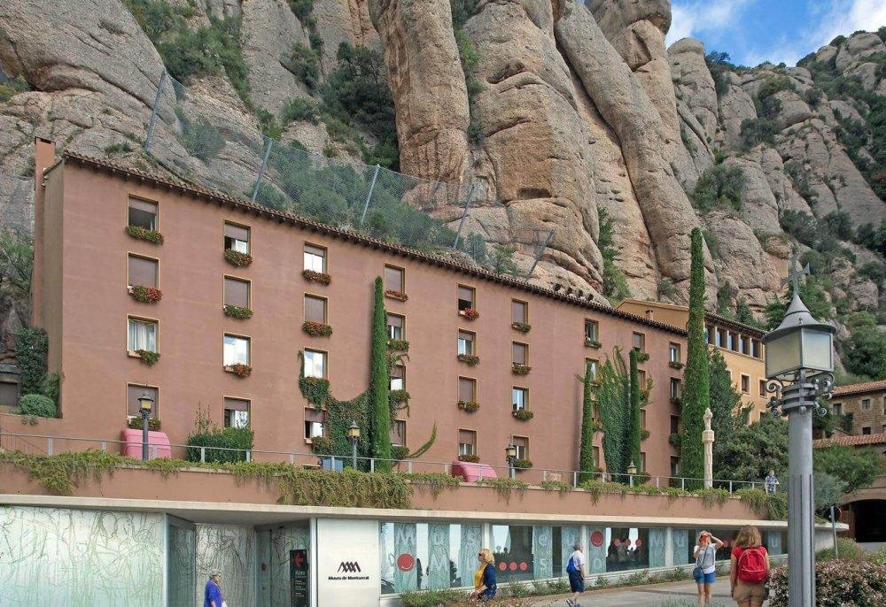 Гостиница и музей на первом этаже