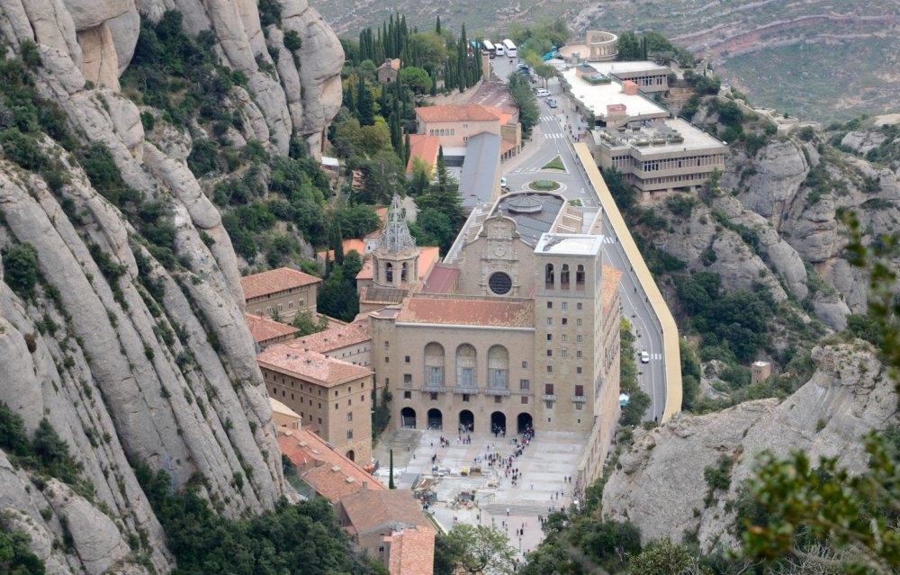 Над обликом монастыря трудилось много скульпторов и архитекторов