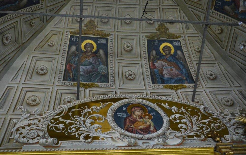 Роспись внутри храма