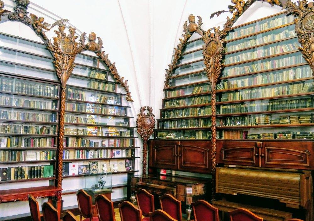 Зал Валленродской библиотеки