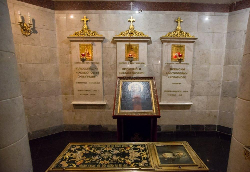 Памятник Николаю II и его семье