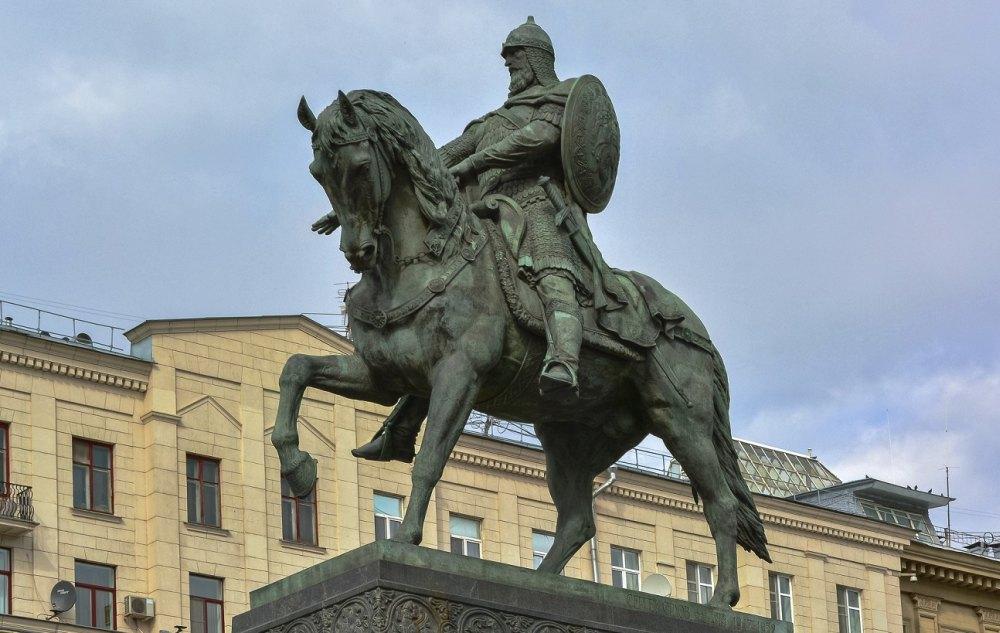 Автор проекта памятника Орлов С. М.