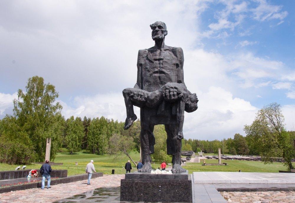 Монумент «Непокоренный человек»