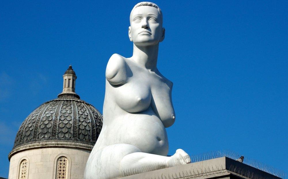 Скульптура художницы Элисон Лаппер
