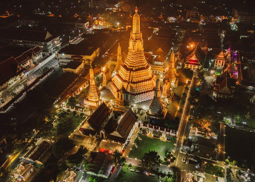 Центральный Пранг Пхра Пранг ночью