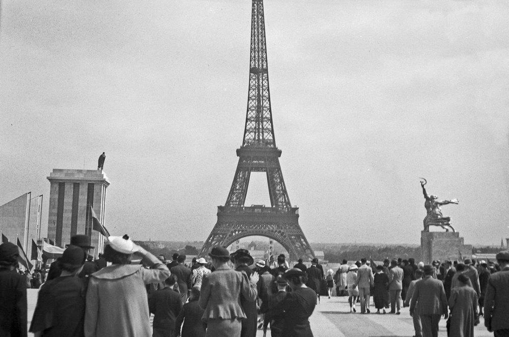 В Париже монумент имел успех