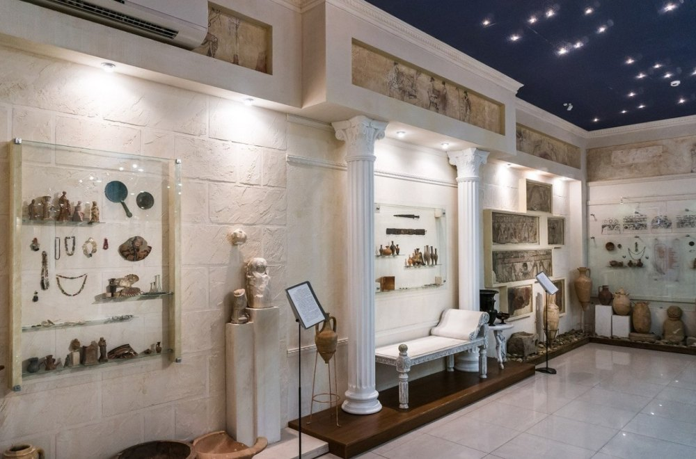 Артефакты в залах музея