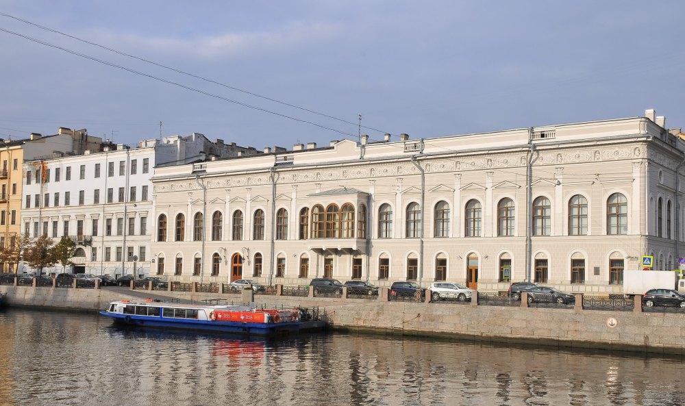 Музей находится во дворце Шуваловых