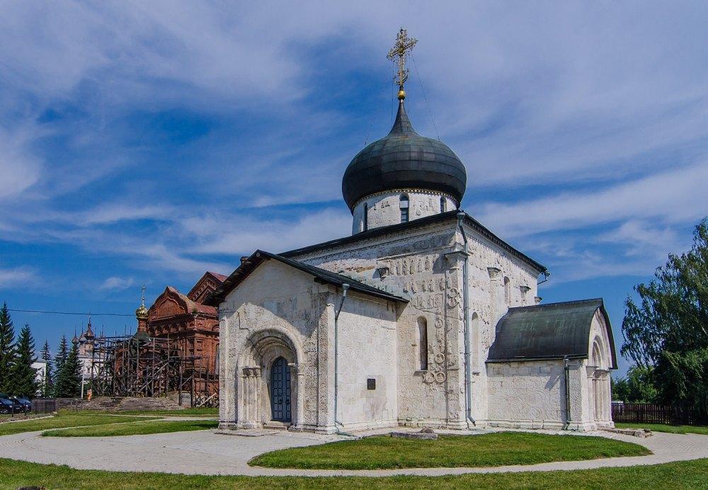 Храм в городе Юрьев Польский