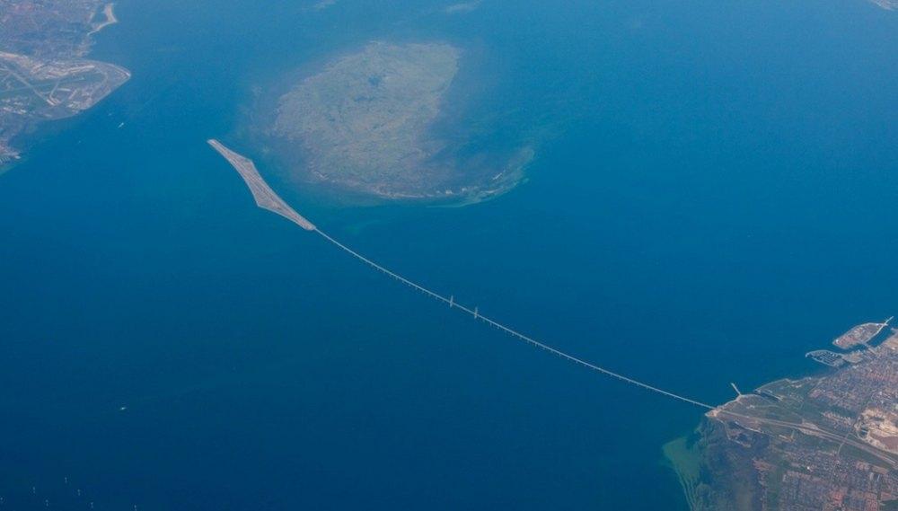 Вид на мост из космоса
