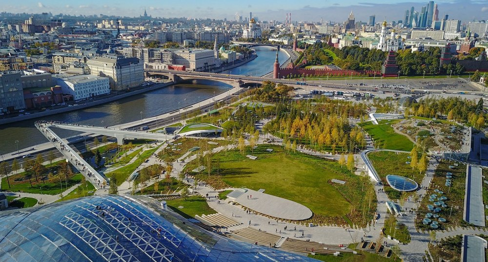 Вид на территорию «Зарядья» и мост