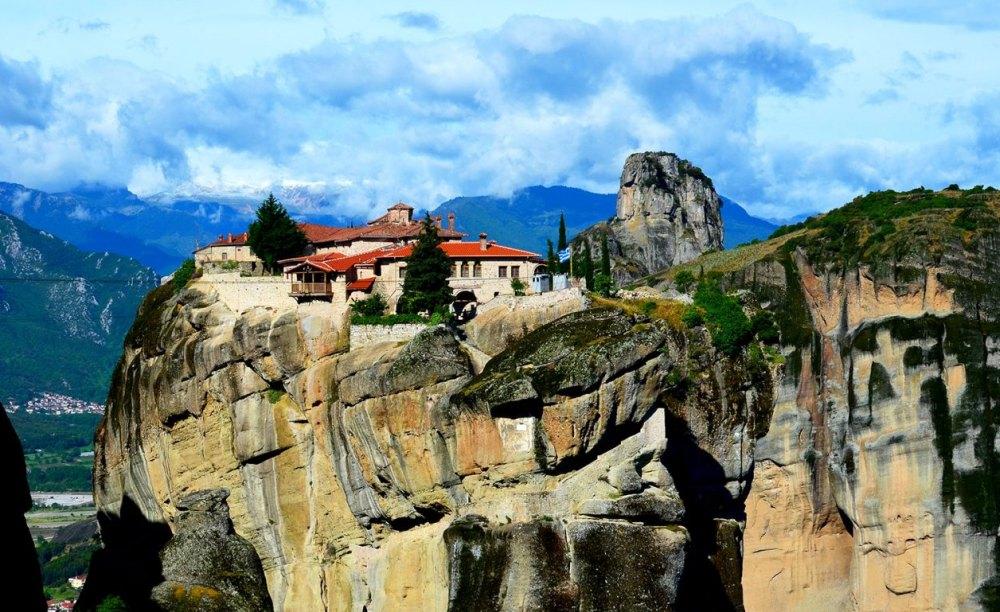 К началу XVI века на скалах было 24 монастыря