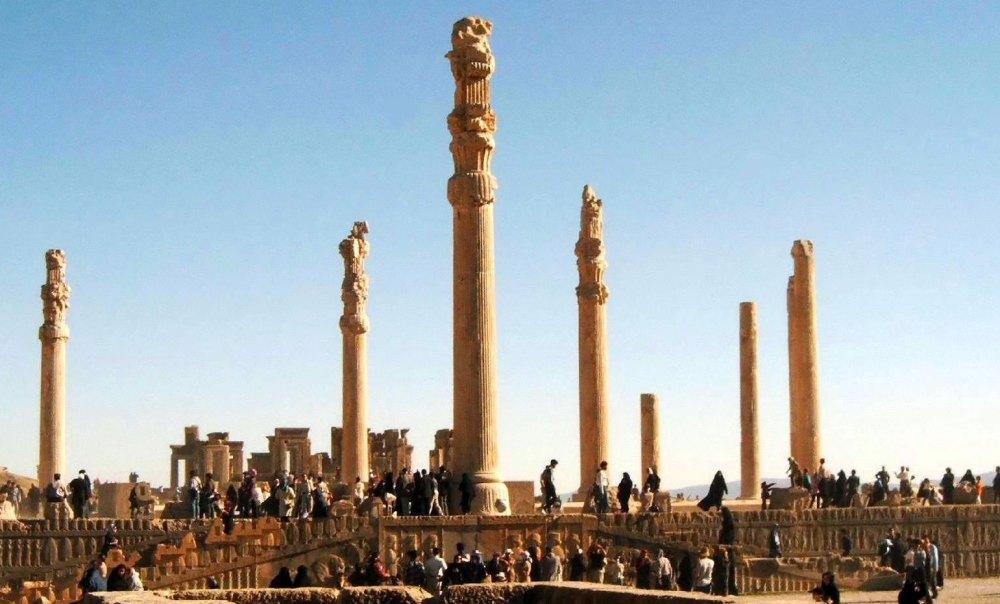 Ападана, сохранившиееся колонны