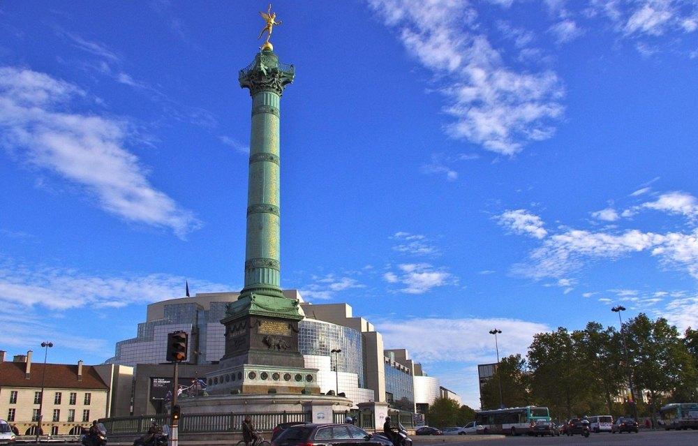 80-метровая бронзовая колонна