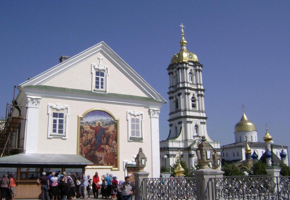 Территория Почаевского монастыря