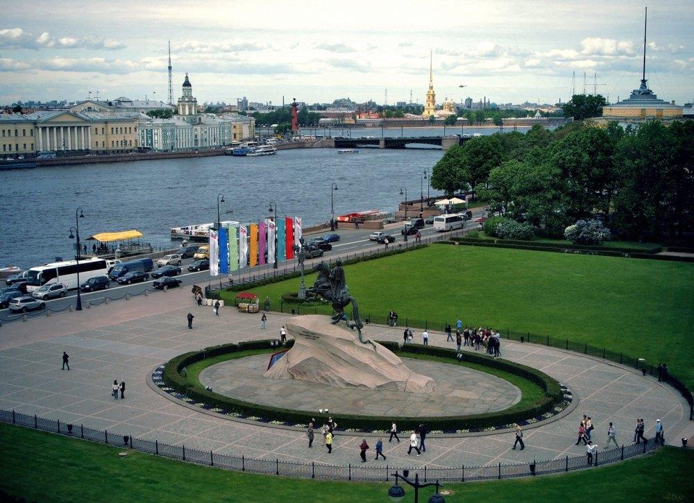 Сенатская площадь — одна из главных в Санкт-Петербурге