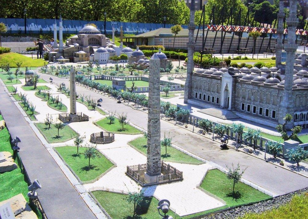 Площадь находится на месте стадиона