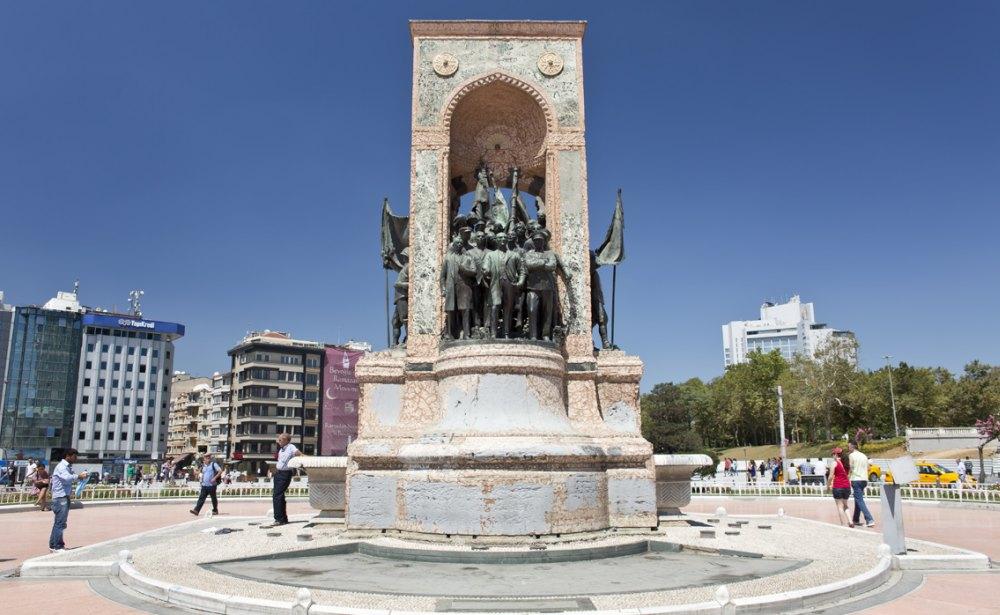 Монумент «Республика»