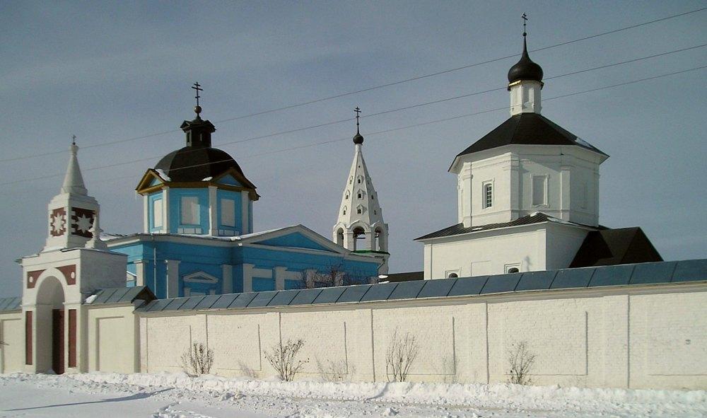 Есть факты, что монастырь возвели на рубеже XIV-XV веков