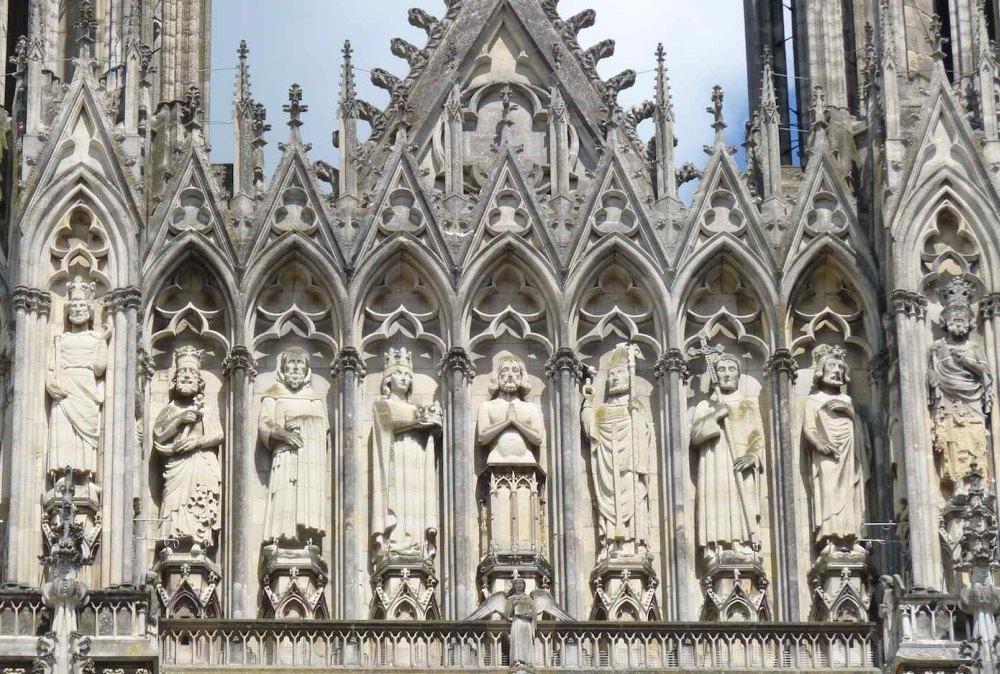 Вертикаль главенствует над горизонталью